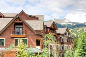 Water House on Main, by Wyndham